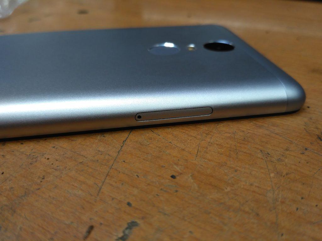 Xiaomi Redmi Note 3 Pro - Levá strana s šuplíčkem pro SIM karty a SD kartu