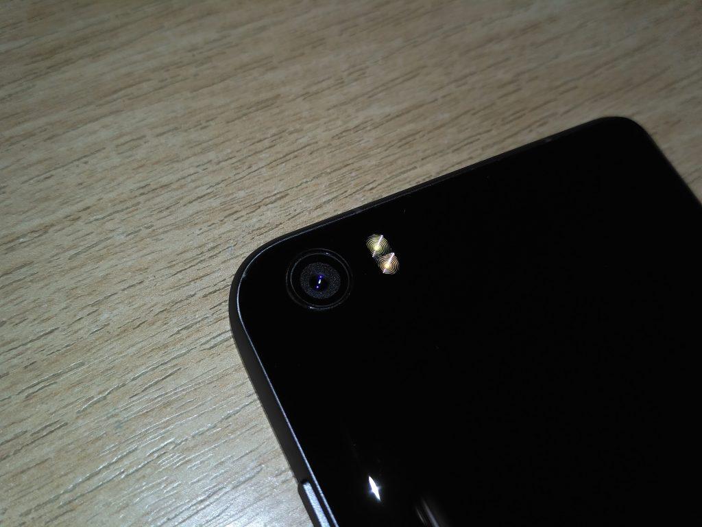 16 Mpx fotoaparát a duální blesk - Xiaomi Mi 5
