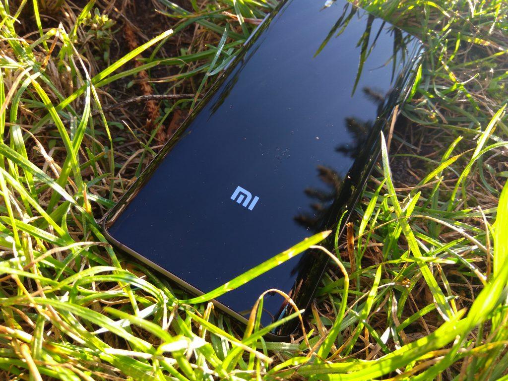 Xiaomi Mi 5 - Skleněná záda