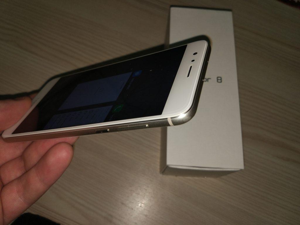 Honor 8 - Rámeček z hliníku kolem mobilu