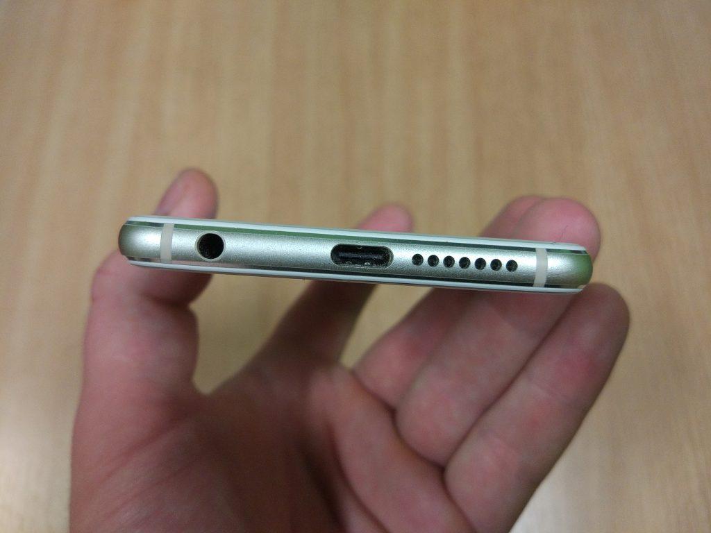 Honor 8 - Dolní strana s USB-C, reproduktorem a 3,5 mm jackem